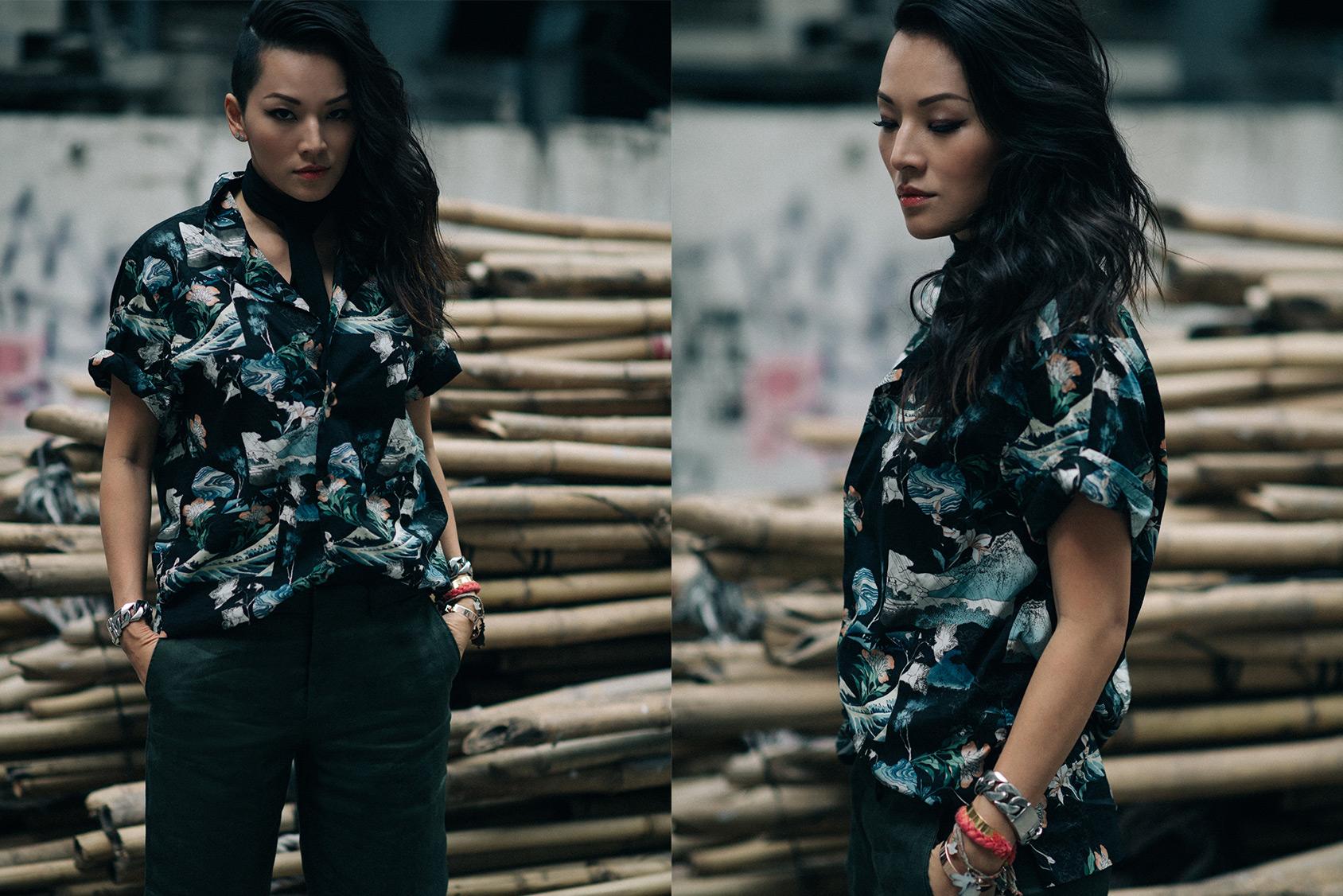 Tina Leung llevando una blusa estampada de H&M