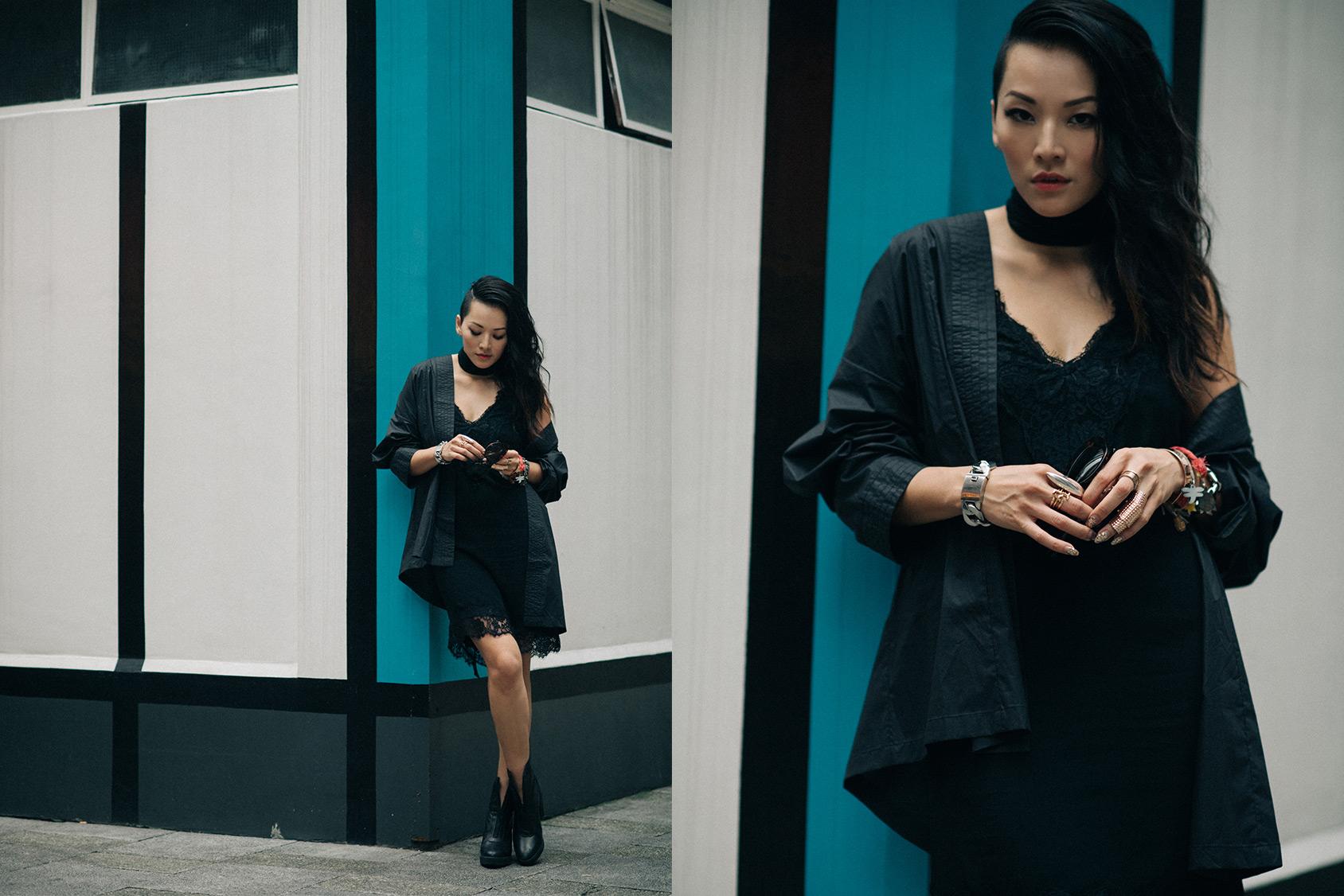 Tina Leung llevando un vestido negro tipo lencería y kimono de H&M