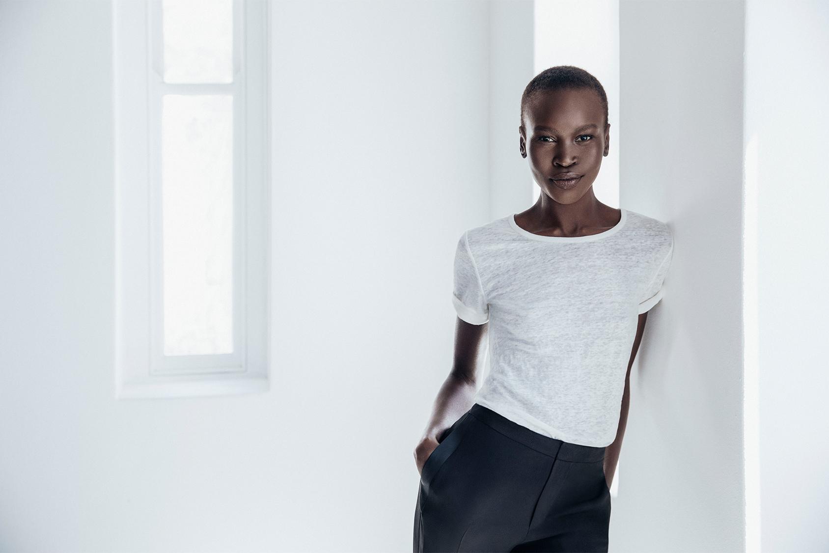 """モデル、作家、活動家のアレック・ウェックは、2014年以来 H&M Conscious Foundation のアンバサダーを務めています。彼女は自分のキャリアについてこう語っています。「安全でいられる場所を求めて何千マイルも歩いたあげく、""""これだ""""と思ったわ。 ファッションこそ私にとってのチャンスで、女性一人一人の美しさを表すものよ。」"""