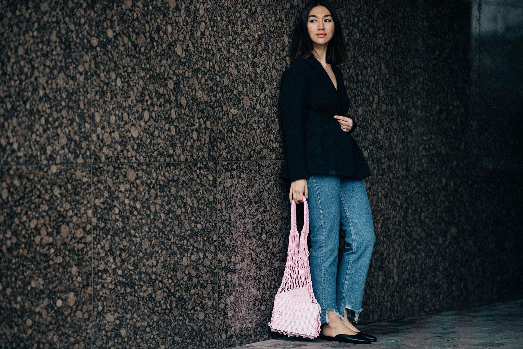 H&Mのジーンズを穿いたメルエルト・イブラギム