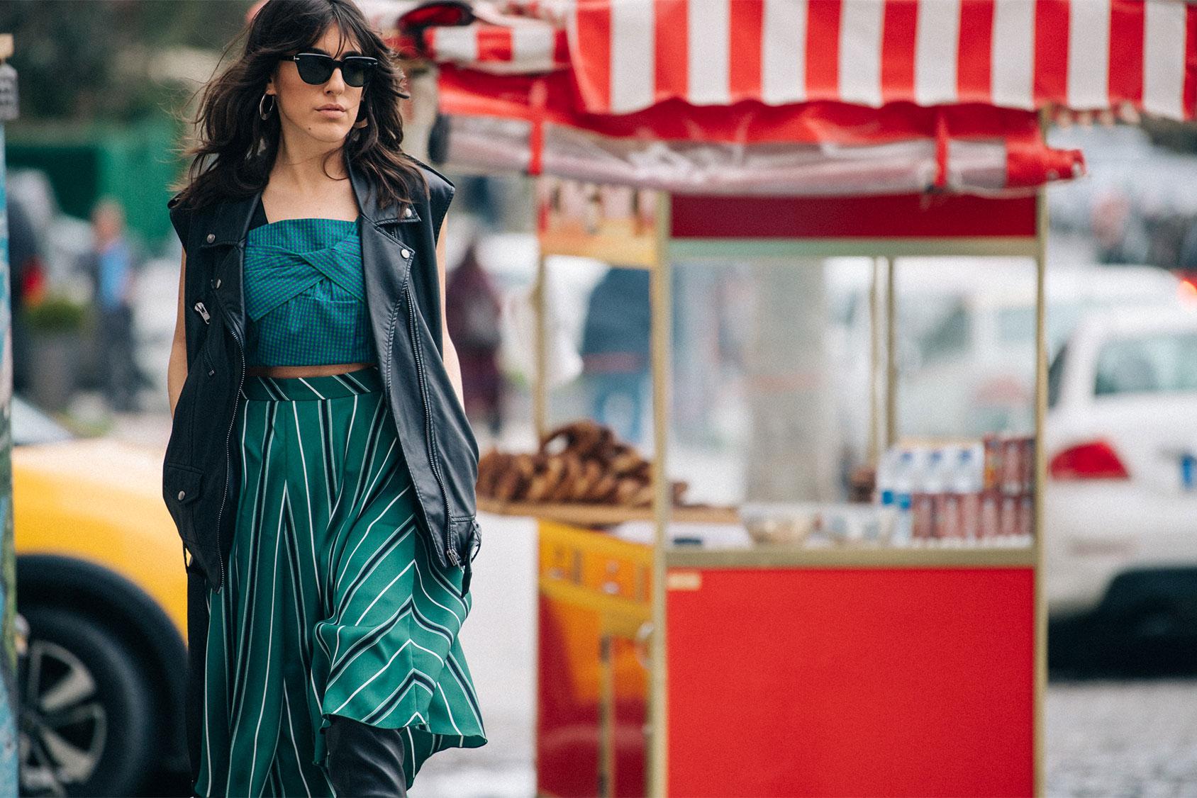 Nil Ninat in H&M skirt