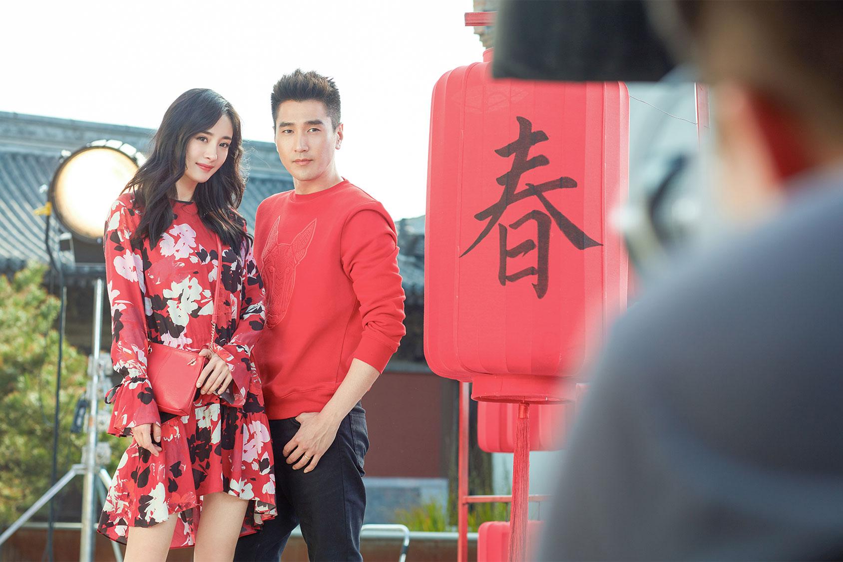 杨幂和赵又廷携手H&M一起庆祝春节