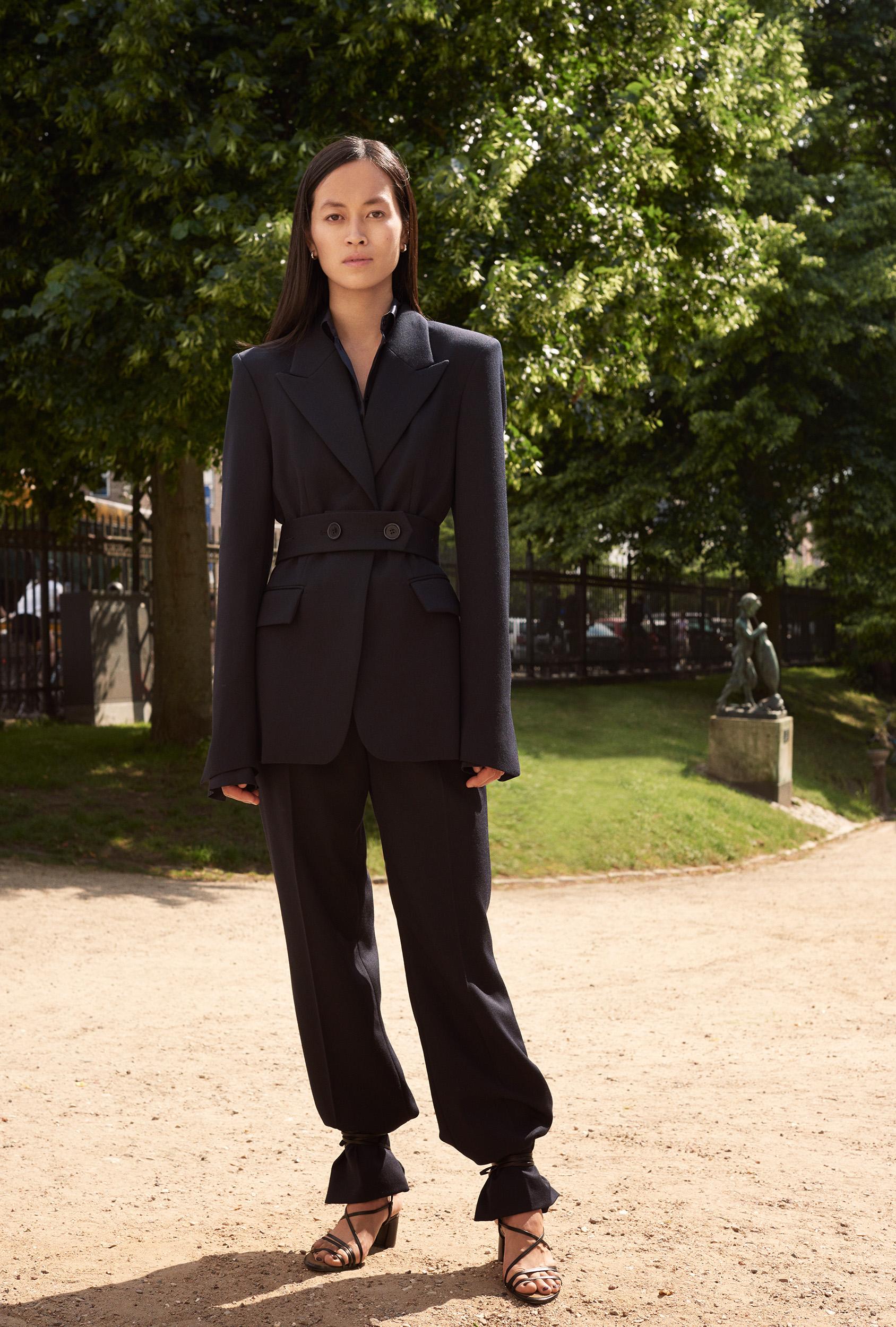 黑色小西服 H&M Maria Van Nguyen
